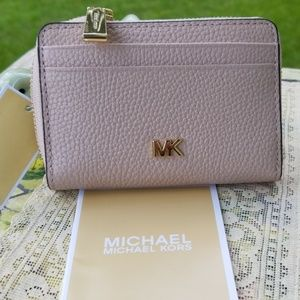 Authentic  Michael Kors Coin 💸 & Card Case 💳